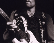 frases-de-jimi-hendrix-rei-da-guitarra-puritana-do-rock-4
